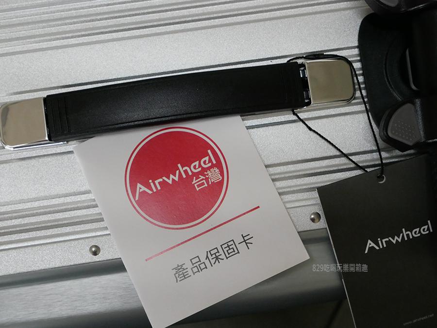 開箱文Airwheel SE3mini 電動行李箱騎行拖拉二用大容量智能行李箱可前進、後退大容量的行動電源 (11).png