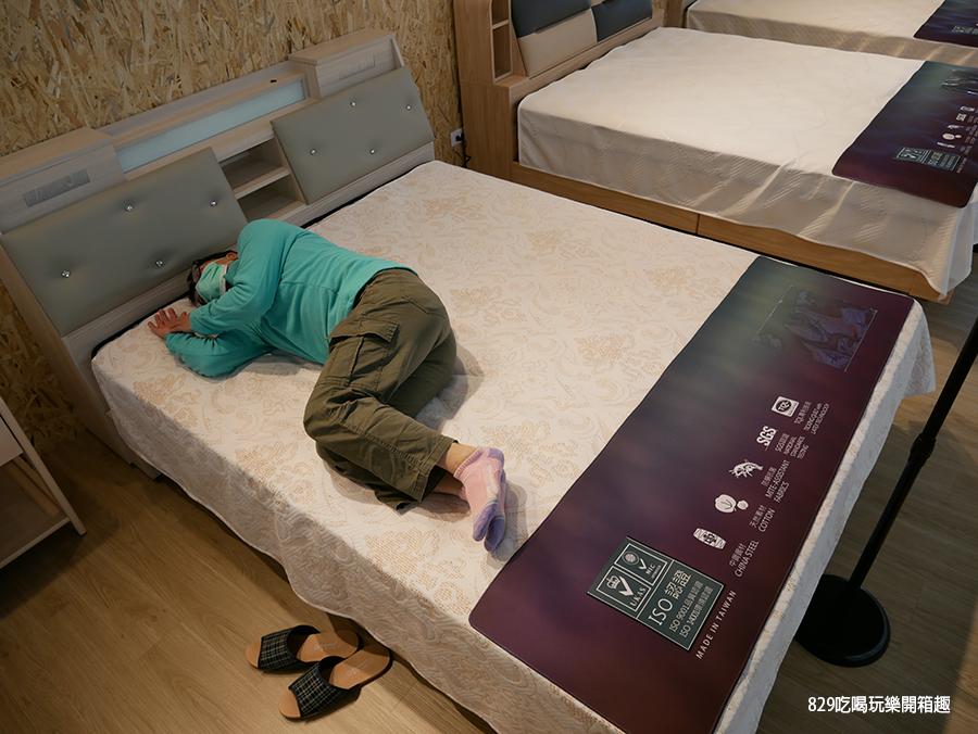 【台中床墊】床聚點床墊量販場 現場近百張床墊任你躺 工廠直營價格便宜還保固十年 台灣製造的客製化床墊 床頭櫃 (20).png