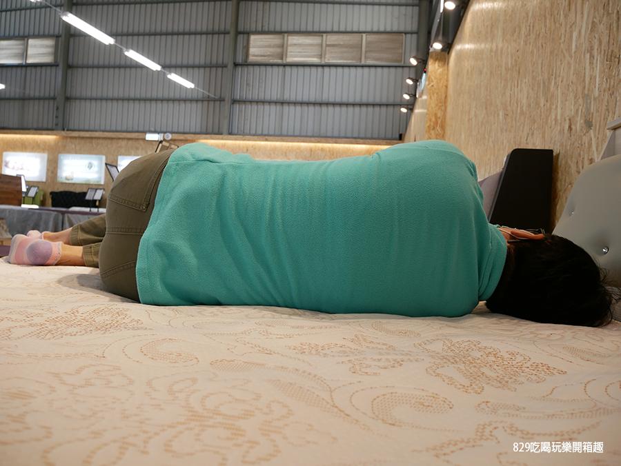 【台中床墊】床聚點床墊量販場 現場近百張床墊任你躺 工廠直營價格便宜還保固十年 台灣製造的客製化床墊 床頭櫃 (21).png
