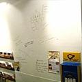 餐廳裡的牆上圖文