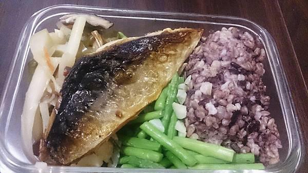1041013-鯖魚十香根菜.JPG