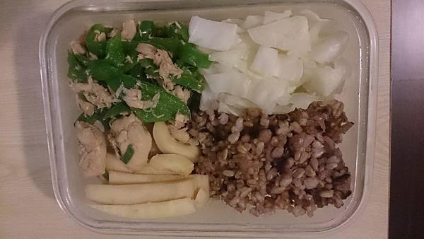 1040908-竹筍雞青椒鮪魚.JPG