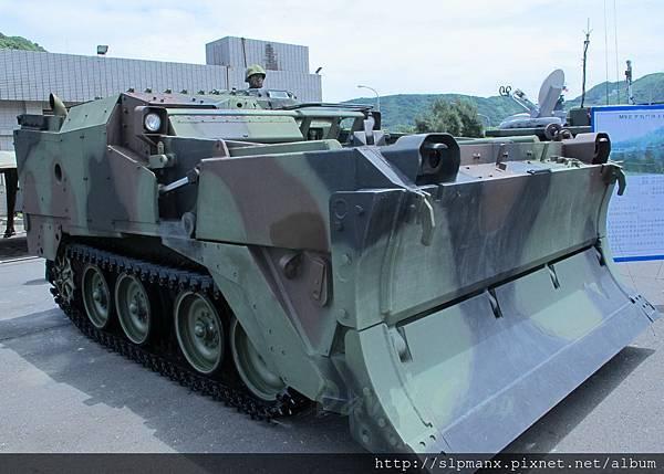 20130504蘇澳軍港開放-DEMO M9戰鬥工兵車 (10)