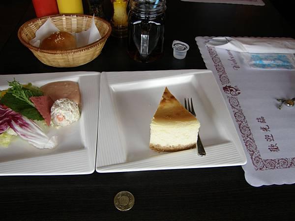 這蛋糕比平常的大一倍啊, 而且很好吃