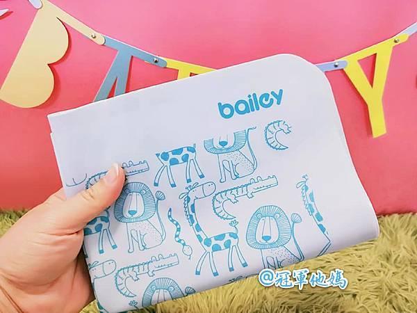 BAILEY貝睿哺育用品 BAILEY矽膠圍兜餐墊 寶寶圍兜 寶寶餐墊 彌月 收涎 周歲 週歲 送禮24.jpg