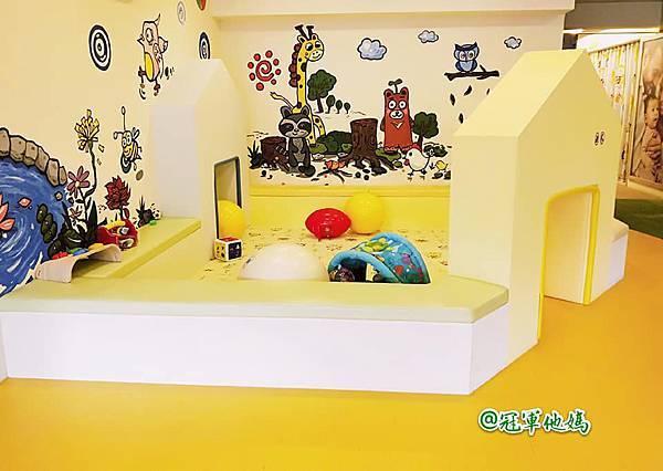 英國BabySensory親子教育-PCT童樂匯 感統遊樂區 寶寶感統課程 感覺統合 五感發展 寶寶發展 嬰幼兒發展 寶寶音樂課 寶寶燈光秀14.jpg