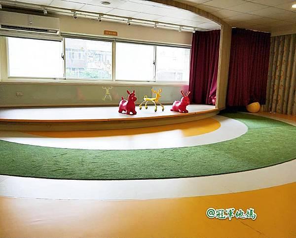 英國BabySensory親子教育-PCT童樂匯 感統遊樂區 寶寶感統課程 感覺統合 五感發展 寶寶發展 嬰幼兒發展 寶寶音樂課 寶寶燈光秀07.jpg