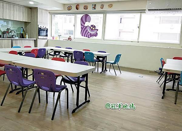 英國BabySensory親子教育-PCT童樂匯 感統遊樂區 寶寶感統課程 感覺統合 五感發展 寶寶發展 嬰幼兒發展 寶寶音樂課 寶寶燈光秀08.jpg