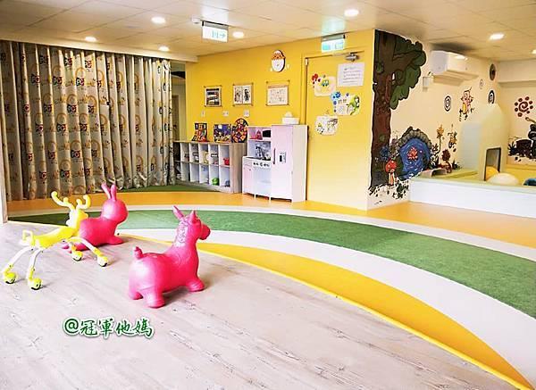 英國BabySensory親子教育-PCT童樂匯 感統遊樂區 寶寶感統課程 感覺統合 五感發展 寶寶發展 嬰幼兒發展 寶寶音樂課 寶寶燈光秀09.jpg