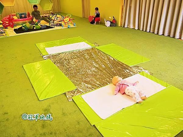 英國BabySensory親子教育-PCT童樂匯 感統遊樂區 寶寶感統課程 感覺統合 五感發展 寶寶發展 嬰幼兒發展 寶寶音樂課 寶寶燈光秀15.jpg