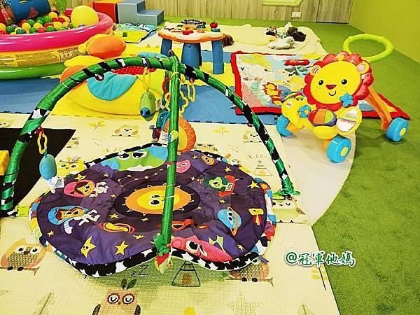 英國BabySensory親子教育-PCT童樂匯 感統遊樂區 寶寶感統課程 感覺統合 五感發展 寶寶發展 嬰幼兒發展 寶寶音樂課 寶寶燈光秀17.jpg