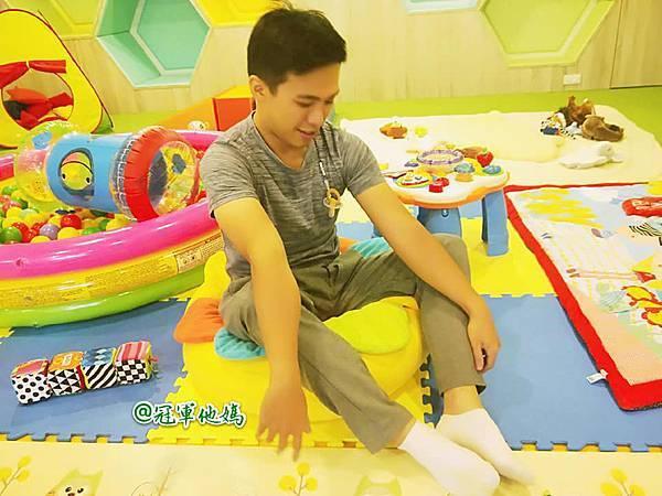 英國BabySensory親子教育-PCT童樂匯 感統遊樂區 寶寶感統課程 感覺統合 五感發展 寶寶發展 嬰幼兒發展 寶寶音樂課 寶寶燈光秀21.jpg