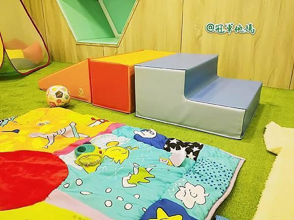 英國BabySensory親子教育-PCT童樂匯 感統遊樂區 寶寶感統課程 感覺統合 五感發展 寶寶發展 嬰幼兒發展 寶寶音樂課 寶寶燈光秀23.jpg