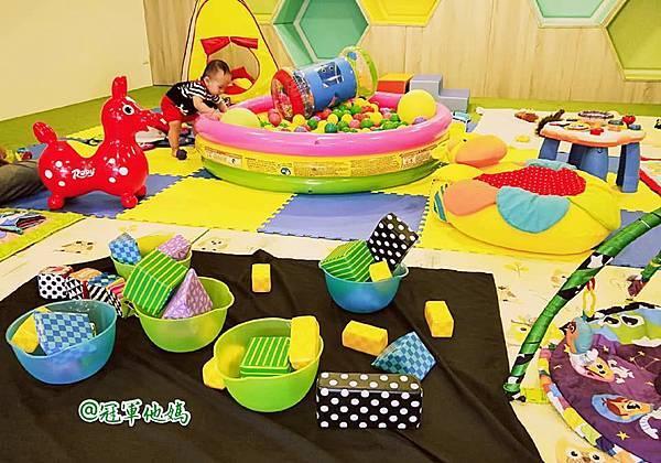 英國BabySensory親子教育-PCT童樂匯 感統遊樂區 寶寶感統課程 感覺統合 五感發展 寶寶發展 嬰幼兒發展 寶寶音樂課 寶寶燈光秀28.jpg