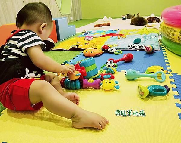 英國BabySensory親子教育-PCT童樂匯 感統遊樂區 寶寶感統課程 感覺統合 五感發展 寶寶發展 嬰幼兒發展 寶寶音樂課 寶寶燈光秀29.jpg