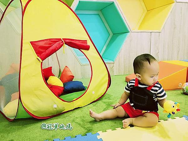 英國BabySensory親子教育-PCT童樂匯 感統遊樂區 寶寶感統課程 感覺統合 五感發展 寶寶發展 嬰幼兒發展 寶寶音樂課 寶寶燈光秀27.jpg