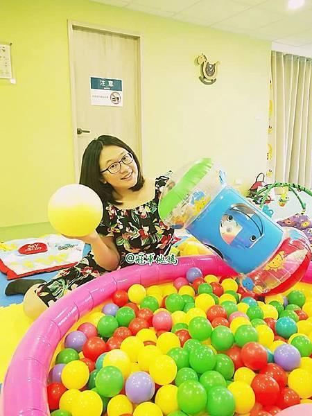 英國BabySensory親子教育-PCT童樂匯 感統遊樂區 寶寶感統課程 感覺統合 五感發展 寶寶發展 嬰幼兒發展 寶寶音樂課 寶寶燈光秀26.jpg