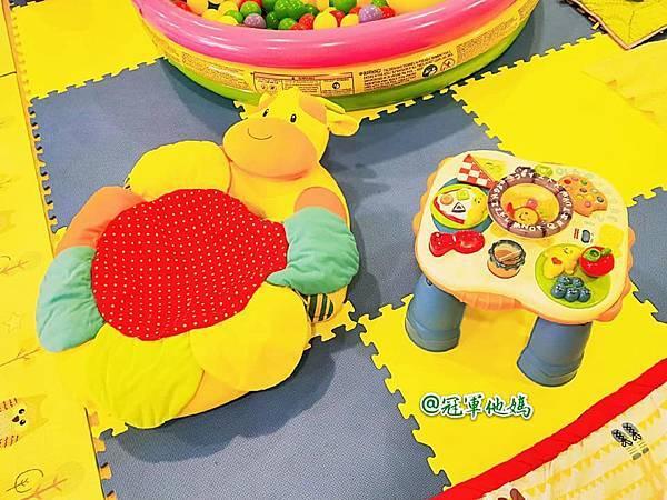 英國BabySensory親子教育-PCT童樂匯 感統遊樂區 寶寶感統課程 感覺統合 五感發展 寶寶發展 嬰幼兒發展 寶寶音樂課 寶寶燈光秀32.jpg