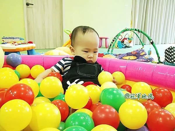 英國BabySensory親子教育-PCT童樂匯 感統遊樂區 寶寶感統課程 感覺統合 五感發展 寶寶發展 嬰幼兒發展 寶寶音樂課 寶寶燈光秀33.jpg