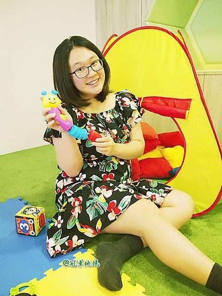 英國BabySensory親子教育-PCT童樂匯 感統遊樂區 寶寶感統課程 感覺統合 五感發展 寶寶發展 嬰幼兒發展 寶寶音樂課 寶寶燈光秀34.jpg