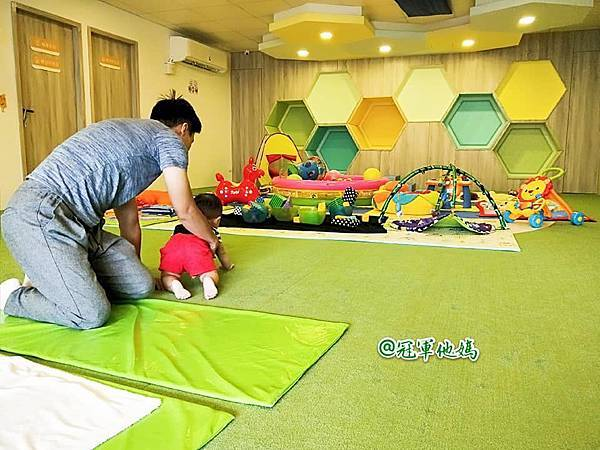 英國BabySensory親子教育-PCT童樂匯 感統遊樂區 寶寶感統課程 感覺統合 五感發展 寶寶發展 嬰幼兒發展 寶寶音樂課 寶寶燈光秀38.jpg