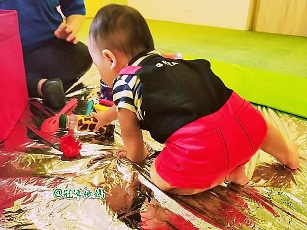 英國BabySensory親子教育-PCT童樂匯 感統遊樂區 寶寶感統課程 感覺統合 五感發展 寶寶發展 嬰幼兒發展 寶寶音樂課 寶寶燈光秀46.jpg