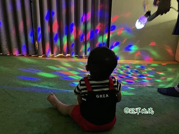 英國BabySensory親子教育-PCT童樂匯 感統遊樂區 寶寶感統課程 感覺統合 五感發展 寶寶發展 嬰幼兒發展 寶寶音樂課 寶寶燈光秀43.jpg