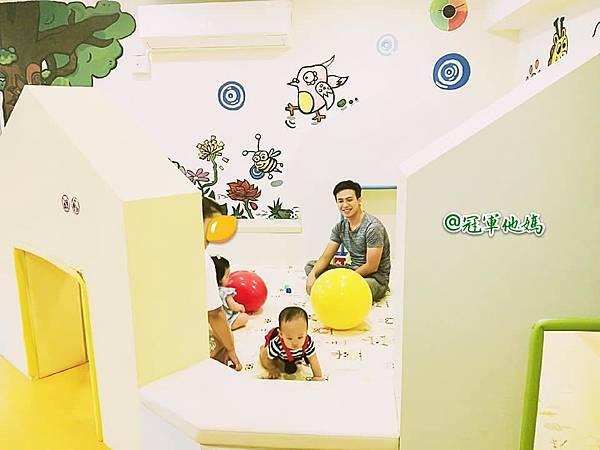 英國BabySensory親子教育-PCT童樂匯 感統遊樂區 寶寶感統課程 感覺統合 五感發展 寶寶發展 嬰幼兒發展 寶寶音樂課 寶寶燈光秀51.jpg