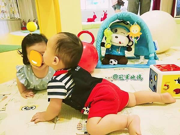 英國BabySensory親子教育-PCT童樂匯 感統遊樂區 寶寶感統課程 感覺統合 五感發展 寶寶發展 嬰幼兒發展 寶寶音樂課 寶寶燈光秀52.jpg