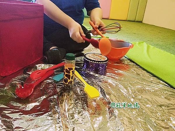 英國BabySensory親子教育-PCT童樂匯 感統遊樂區 寶寶感統課程 感覺統合 五感發展 寶寶發展 嬰幼兒發展 寶寶音樂課 寶寶燈光秀49.jpg