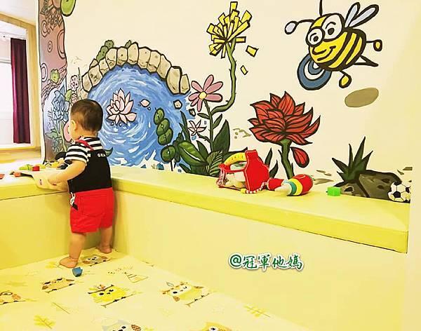 英國BabySensory親子教育-PCT童樂匯 感統遊樂區 寶寶感統課程 感覺統合 五感發展 寶寶發展 嬰幼兒發展 寶寶音樂課 寶寶燈光秀55.jpg