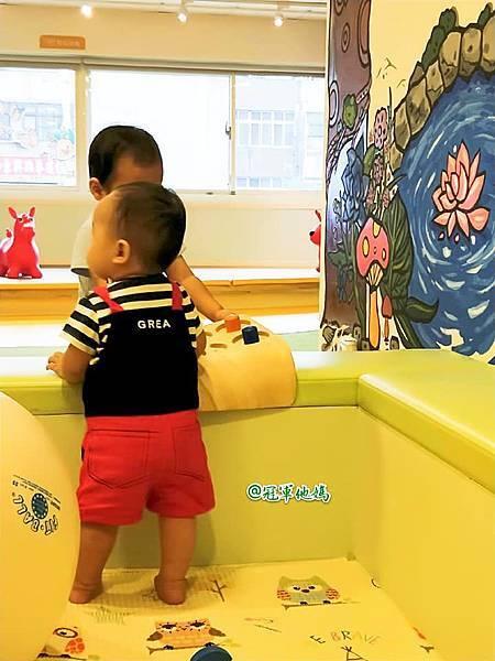 英國BabySensory親子教育-PCT童樂匯 感統遊樂區 寶寶感統課程 感覺統合 五感發展 寶寶發展 嬰幼兒發展 寶寶音樂課 寶寶燈光秀54.jpg