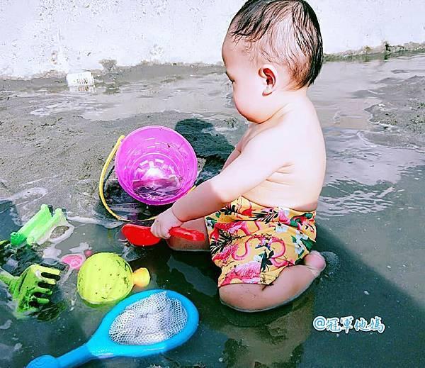 Doris Ann 朵麗絲安 網拍 親子裝 親子泳裝 包屁衣 寶寶衣服 寶寶穿搭 連身裝 套裝 女裝 哺乳衣 大安沙雕 暑假玩水 臺中沙雕 台中 玩沙06.jpg