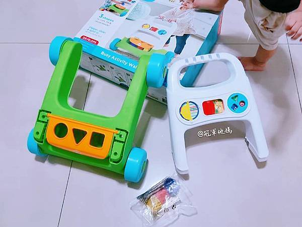 Lavida 育兒好好玩 Fisher Price FisherPrice 學步車 活動踏步車 踏步車 寶寶學步 寶寶學走 扶站 幾個月會站 寶寶站立 嬰兒用品 嬰幼兒玩具 嬰幼兒發展 周歲送禮 周歲禮物 幾個月會走 週歲 嬰兒學步17.jpg