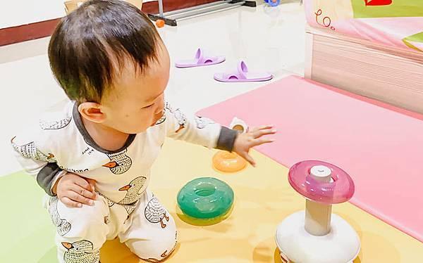 Fisher Price 費雪 LINKIMALS聯萌家族 費雪玩具 玩具推薦 優質玩具 奇哥 奇哥總代理 周歲送禮 週歲送禮 生日禮物 聖誕禮物 寶寶玩具 聲光玩具 套圈圈 益智玩具 故事機 聲光玩具組13.jpg