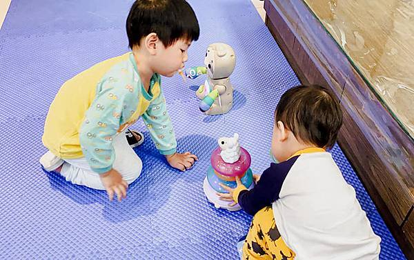 Fisher Price 費雪 LINKIMALS聯萌家族 費雪玩具 玩具推薦 優質玩具 奇哥 奇哥總代理 周歲送禮 週歲送禮 生日禮物 聖誕禮物 寶寶玩具 聲光玩具 套圈圈 益智玩具 故事機 聲光玩具組24.jpg