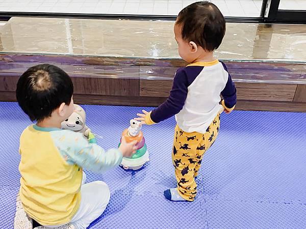 Fisher Price 費雪 LINKIMALS聯萌家族 費雪玩具 玩具推薦 優質玩具 奇哥 奇哥總代理 周歲送禮 週歲送禮 生日禮物 聖誕禮物 寶寶玩具 聲光玩具 套圈圈 益智玩具 故事機 聲光玩具組21.jpg