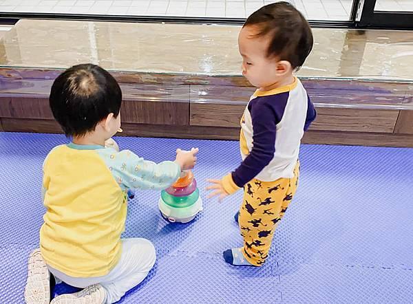 Fisher Price 費雪 LINKIMALS聯萌家族 費雪玩具 玩具推薦 優質玩具 奇哥 奇哥總代理 周歲送禮 週歲送禮 生日禮物 聖誕禮物 寶寶玩具 聲光玩具 套圈圈 益智玩具 故事機 聲光玩具組22.jpg