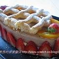 草苺煉奶慕斯泡芙蛋糕