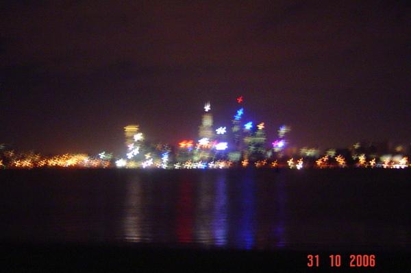 從天鵝湖看柏斯夜景