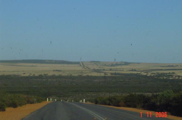 在往奇峰岩的路上 ~~~  感覺像在沙漠
