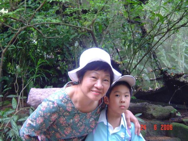 老媽  和 可愛ㄉ嘉嘉