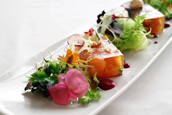 茴香鮭魚,綜合水果,甜白酒凍,甜菜頭油醋汁