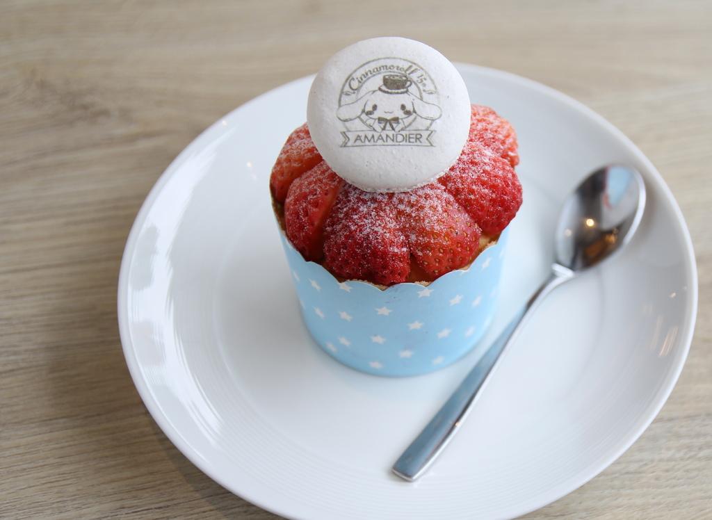 草莓馬卡龍杯子蛋糕.$110.JPG