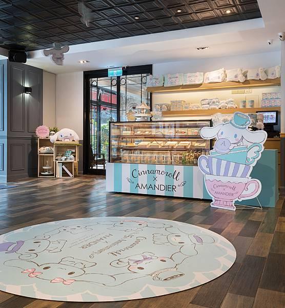 甜點櫃內充滿了大耳狗喜拿期間限定發售的超萌蛋糕,從點餐櫃檯到用餐區佈滿喜拿的俏皮設計.jpg