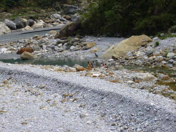 神秘谷旁邊的小溪