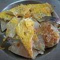 吃喝-05 還沒淋醬的蛋餅