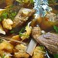 吃喝-61 雖是紅燒,但湯頭清,香。