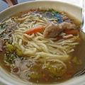 20081102-04 到了宜蘭,好熱好熱,餓了隨便找了家麵店吃。