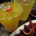 20081102-30 後面的30年老店的百香多多和檸檬愛玉怎麼變這麼難喝!